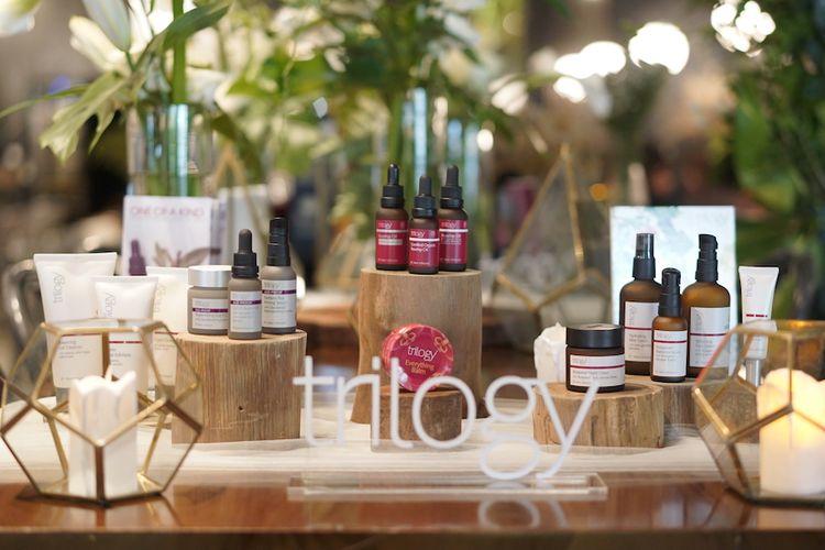 Rangkaian produk skincare Trilogy yang memiliki bahan dasar rosehip oil.