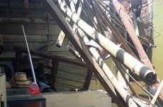 Tiupan Angin Kencang, Atap Dapur Rumah di Mampang Roboh