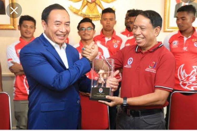 Ketua Umum Rugby Indonesia Didik Mukrianto (kiri) bersama Menpora Zainudin Amali.