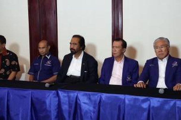 Ketua Umum Partai Nasdem Surya Paloh memberikan pernyataan pers di Kartika Plaza, Bali, Kamis (14/1/2016).