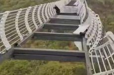 Seorang Pria Terjebak di Jembatan Kaca Terbesar China yang Rusak