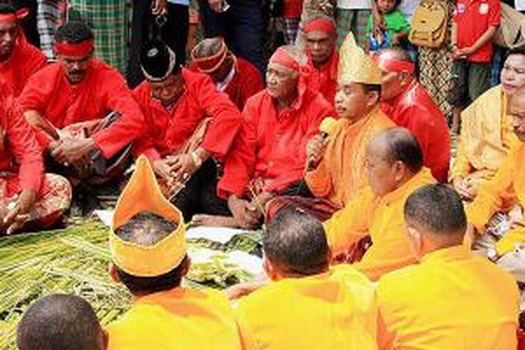 710 Gambar Rumah Adat Dan Pakaian Adat Maluku HD Terbaik