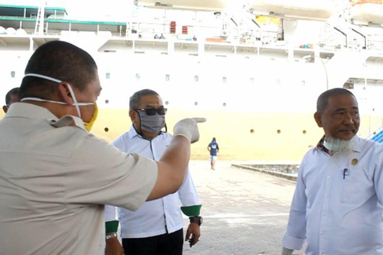 Anggota DPRD Parepare mengamuk karena menilai proses sterilisasi di Pelabuhan Nusantara tidak serius.