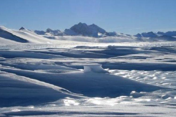 Area di atas wilayah pegunungan di bawah es Ellsworth Subglacial Highlands di Antartika.