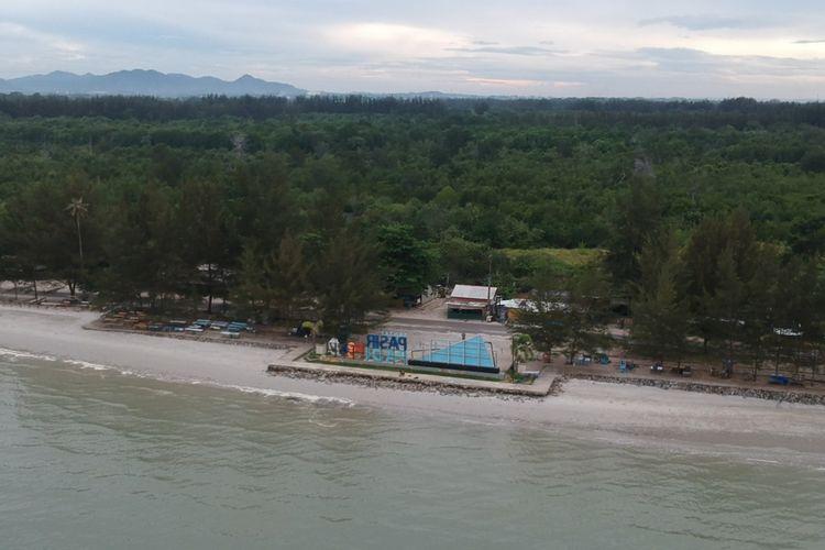 Pantai Pasir Padi Pangkalpinang, Kepulauan Bangka Belitung, Sabtu (15/5/2021).