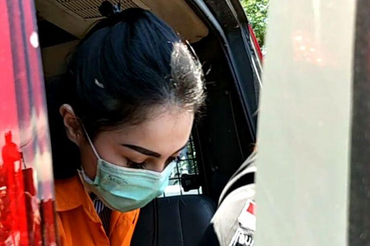 Artis Jennifer Dunn tiba di gedung Kejaksaan Negeri Jakarta Selatan di Jagakarsa, Jakarta Selatan, Kamis (15/3/2018), untuk dilimpahkan polisi ke kejaksaan.