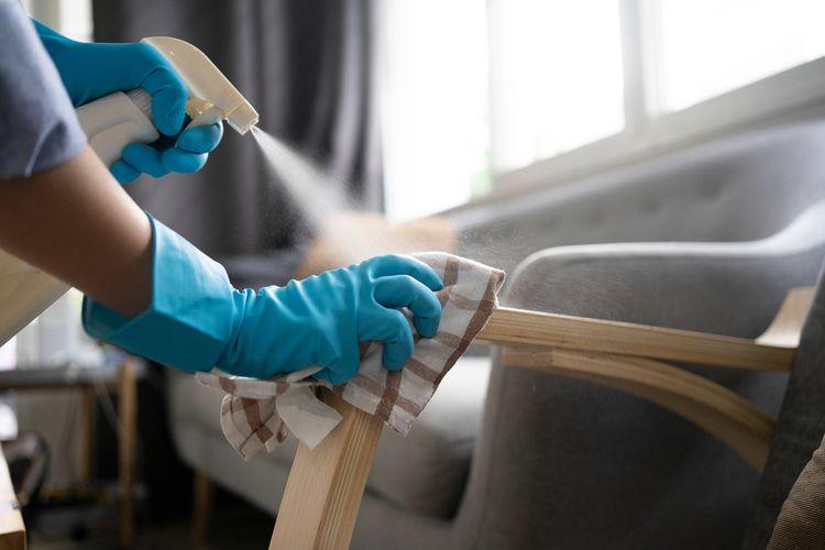 Ilustrasi membersihkan rumah di saat pandemi Covid-19.