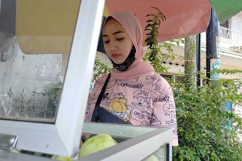 Foto Viral Penjual Rujak Cantik di Pinggir Jalan Tasikmalaya, Pembelinya Sampai Penasaran
