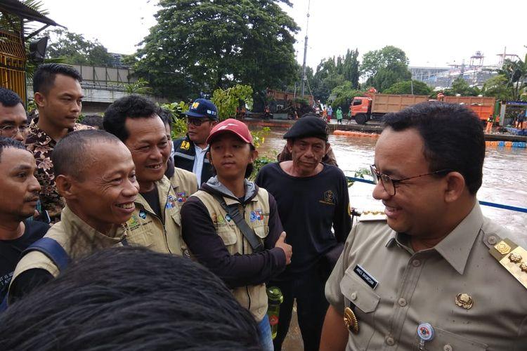 Gubernur DKI Jakarta Anies Baswedan di Pintu Air Manggarai, Selasa (25/2/2020).