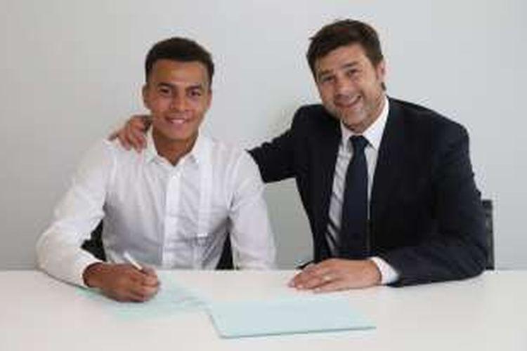 Dele Alli menandatangani kontrak anyar bersama Tottenham Hotspur, Senin (19/9/2016).