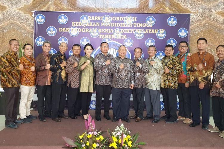 Universitas Pamulang menjadi tuan rumah Rakor LL-Dikti Wilayah IV Jawa Barat dan Banten yang diikuti sekitar 400 PTN dan PTS wilayah tersebut.
