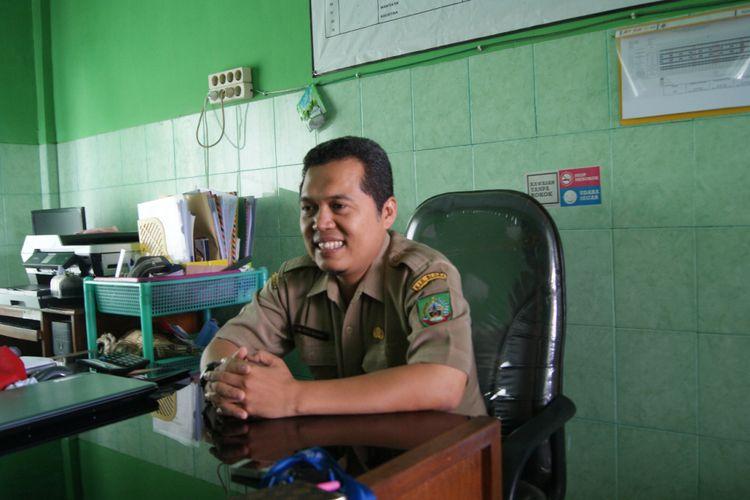 Kepala UPTD Puskesmas Cepu, Kabupaten Blora, Jawa Tengah, Puji Basuki saat ditemui di kantornya, Senin (2/4/2018).