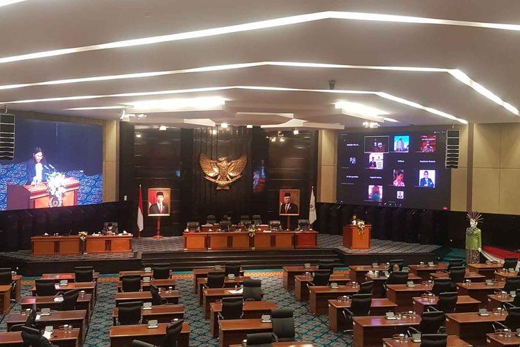 Suasana rapat paripurna DPRD DKI Jakarta, pada Jumat (27/11/2020). Rapat kali ini memiliki agenda pembahasan penyampaian pemandangan umum fraksi-fraksi terhadap Raperda Provinsi DKI Jakarta tentang Anggaran Pendapatan dan Belanja Daerah Provinsi DKI Jakarta Tahun Anggaran 2021.