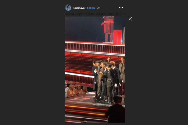 Bidik layar postingan Instagram Story Luna Maya saat menyaksikan BTS terima trofi penghargaan di Billboard Music Awards 2019 di Las Vegas, AS, Rabu (1/5/2019) waktu setempat.