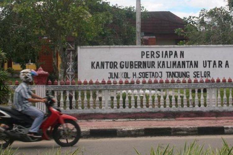 Bangunan eks kantor Bupati Bulungan, Kalimantan Timur, di Tanjung Selor, Bulungan ini, sudah disiapkan sebagai kantor untuk Penjabat Gubernur Provinsi Kalimantan Utara (Kaltara). Tanjung Selor telah ditetapkan sebagai ibu kota Provinsi Kalimantan Utara, daerah otonom baru pemekaran dari Kalimantan Timur.