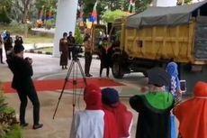 Ingin Tampil Beda, Wisudawan di Samarinda Bawa Truk Saat Wisuda Drive Thru