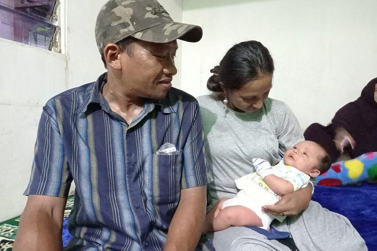 Pasangan suami istri, Andika Pratama dan Yanti dan bayinya Muhammad Aditya Pratama saat ditemui di rumah singgah Jalan Dr Soetomo, Samarinda, Kaltim, Kamis (3/9/2020).