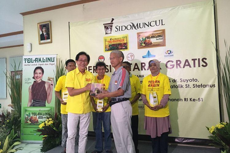 Lewat produk Tolak Angin, Sido Muncul menggelar kegiatan bakti sosial dalam bentuk operasi katarak gratis di RS dr. Suyoto, Jakarta Selatan, Sabtu (6/7/2019).