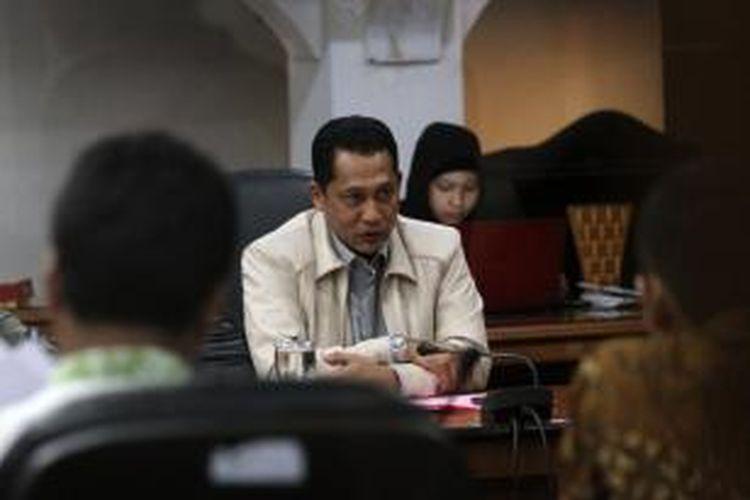 Kabareskrim Irjen Pol Budi Waseso (tengah) menyambangi Komnas HAM guna memenuhi panggilan terkait pelaporan Koalisi Masyarakat Sipil, di Kantor Komnas HAM, Jakarta, Jumat (30/1/2015). Budi Waseso memberikan keterangan mengenai penangkapan Wakil Ketua KPK Bambang Widjojanto oleh Bareskrim Mabes Polri beberapa waktu lalu.