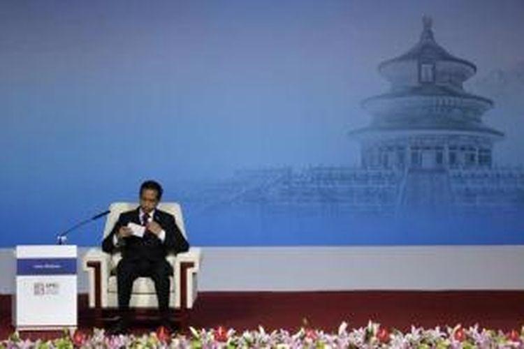 Presiden Joko Widodo (Jokowi) bersiap menyampaikan pidato di depan para delagasi APEC CEO Summit, di China National Convention Center di Beijing, 10 November 2014.