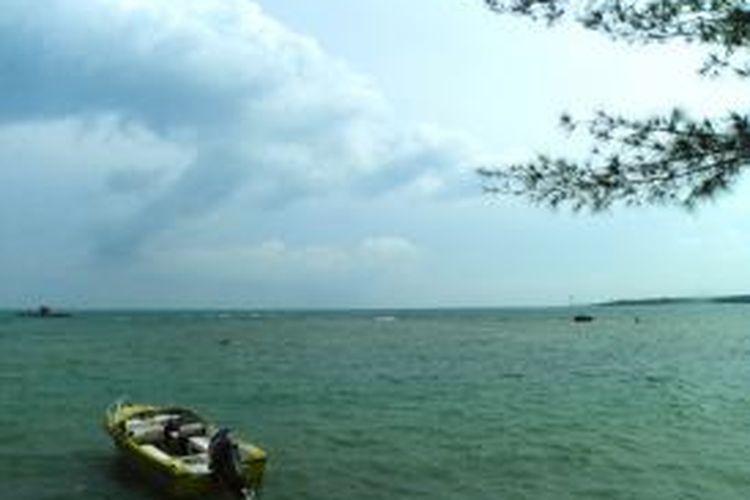 Pemandangan laut dilihat dari pinggir Beach Club, Tanjung Lesung, Pandeglang, Banten, Jumat (13/3/2015).