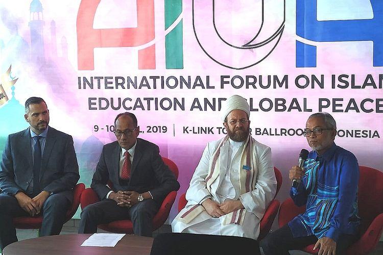 Peluncuran KLIS dilaksanakan bersamaan seminar internasional bertema ?International Forum On Islam, Education, and Global Peace?  di K-Link Tower, Jakarta (9/4/2019). Seminar ini merupakan kerjasama KLIS dan Asian Islamic Universities Association (AIUA).