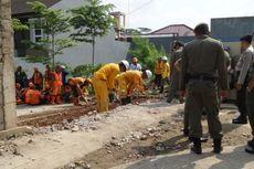 Sejumlah Warga Sempat Halangi Pembongkaran Tembok di Bukit Mas Bintaro