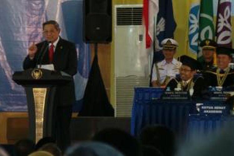 Presiden Susilo Bambang Yudhoyono saat menyampaikan orasi ilmiah di Institut Pertanian Bogor, Jumat (20/12/2013).