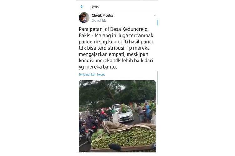 Tangkapan layar video pedagang bagi-bagi sayuran di jalan, di Kabupaten Malang