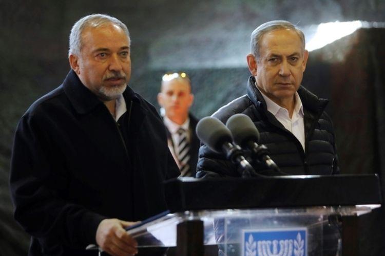 Perdana Menteri Israel Benjamin Netanyahu (kanan), dan Menteri Pertahanan Israel Avigdor Lieberman.