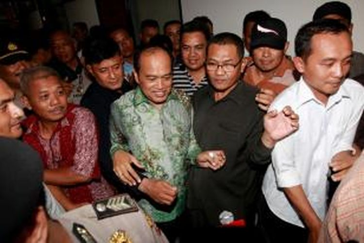 Terdakwa dugaan korupsi dan pencucian uang proyek simulator ujian memperoleh surat izin mengemudi (SIM), Inspektur Jenderal Polisi Djoko Susilo meninggalkan ruang sidang Pengadilan Khusus Tindak Pidana Korupsi, Jakarta, Selasa (3/9/2013). Ia dijatuhi hukuman 10 tahun penjara, denda Rp. 500 juta, subsider enam bulan kurungan penjara. Ia menyatakan banding.