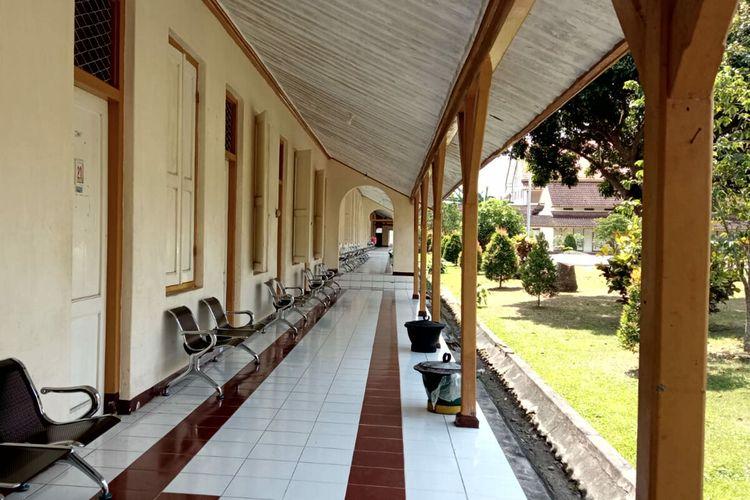 Asrama mahasiswa PGSD milik Universitas Negeri Malang yang dipinjamkan kepada Pemerintah Kota Blitar untuk digunakan sebagai tempat isolasi mandiri terpusat, Rabu (28/7/2021)