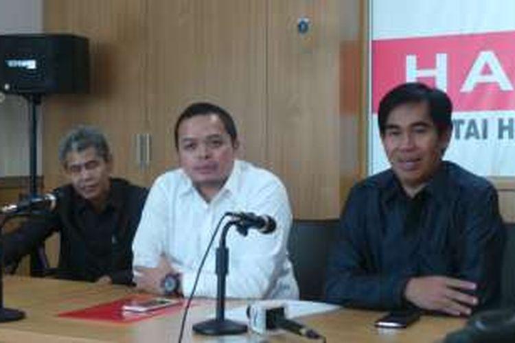 Anggota DPRD DKI dari Fraksi Partai Hanura Wahyu Dewanto (baju putih) klarifikasi perihal surat edaran yang menyebut dia meminta akomodasi selama berlibur ke Australia.