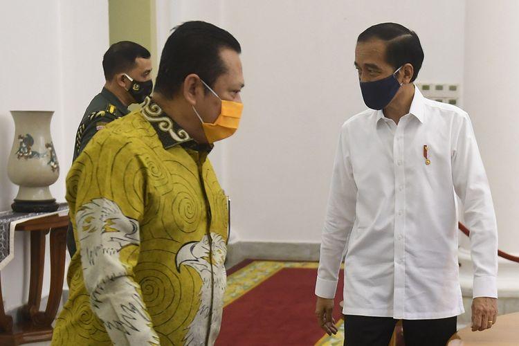 Presiden Joko Widodo (kanan) menyambut Ketua MPR Bambang Soesatyo (kiri) saat pertemuan di Istana Bogor, Jawa Barat, Rabu (8/7/2020). Pertemuan tersebut membahas sejumlah isu-isu kebangsaan.