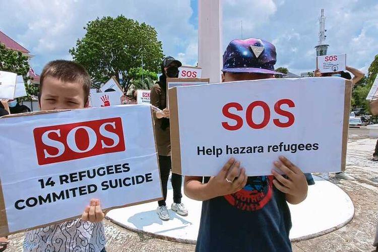 Aksi yang dilakukan puluhan Warga Negara Afganistan di depan Kantor DPRD Batam, Rabu (22/9/2021), mayoritas dilatarbelakangi rasa bosan dan depresi yang mulai melanda para pengungsi.