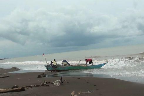 Dihantam Badai, Puluhan Perahu Nelayan Rusak Saat Dipakai Mencari Ikan