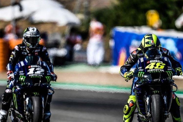 Aksi para pebalap Monster Energy Yamaha, Maverick Vinales dan Valentino Rossi, menjelang MotoGP Andalusia 2020 di Sirkuit Jerez, Spanyol.