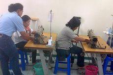Penyandang Disabilitas Dilatih Operasikan Mesin Jahit Standar Garmen