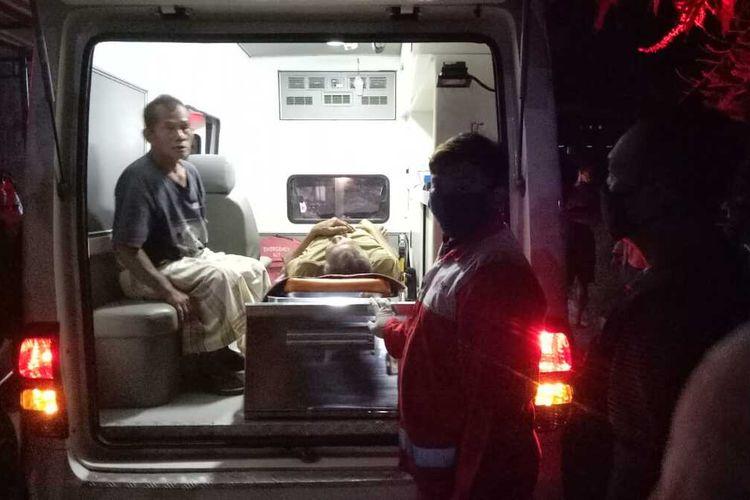 Diduga keracunan makanan, belasan warga Desa Getasrejo, Kecamatan Grobogan, Kabupaten Grobogan, Jawa Tengah dilarikan ke Rumah Sakit Islam, Purwodadi, Kamis (11/6/2020) malam.