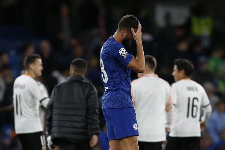 Olivier Giroud tampak kecewa usai laga Chelsea vs Valencia dalam pertandingan Liga Champions di Stadion Stamford Bridge, 17 September 2019.