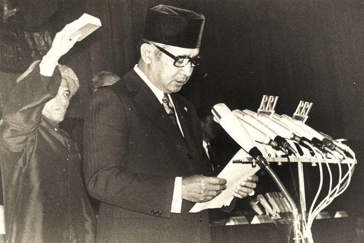Presiden Soeharto saat dilantik/disumpah menjadi Presiden.