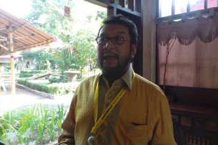 Koordinator Bidang Politik, Hukum, dan HAM DPP Partai Golkar Yorrys Raweyai saat ditemui wartawan di Restoran Pulau Dua, Senayan, Rabu (27/7/2016).