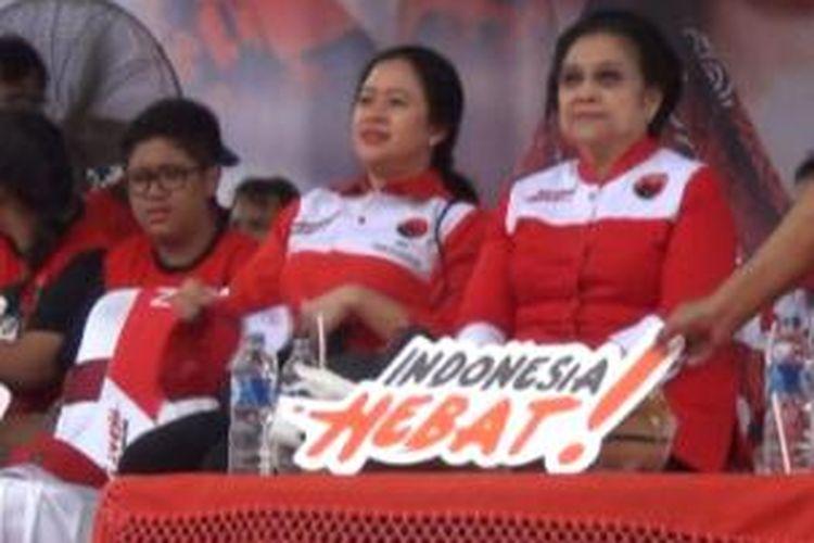 Megawati Sukarnoputri dan Puan Maharani di Klaten, Sabtu (5/4/2014).