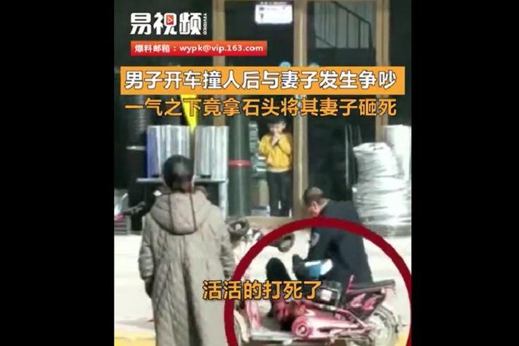 Seorang pria menghajar istrinya sampai tewas di depan banyak orang di salah satu kota di China, akhir Oktober lalu.