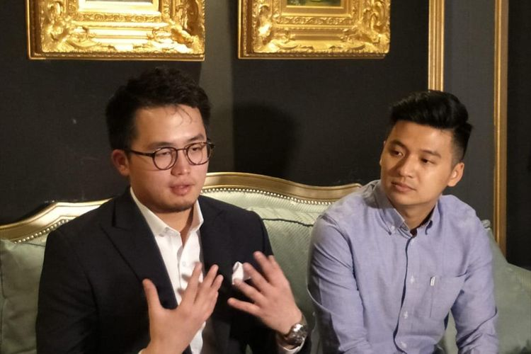 Youtuber Rius Vernandes dan Pengacara Abraham Sriwidjaja di Hotel Da Vinci, Sudirman, Jakarta Pusat, Kamis (18/7/2019)