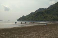Warga Trenggalek Beramai-ramai Bersihkan Pantai, Sungai, dan Laut