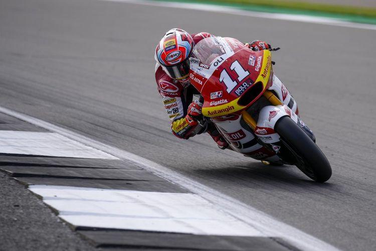 Pebalap Federal Oil Gresini Moto2 (FOGM2), Nicolo Bulega, saat balapan pada Moto2 Inggris 2021