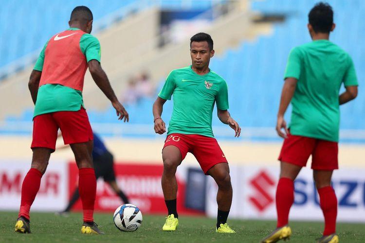 Ovaldo Haay dkk berlatih jelang laga Timnas U-23 Indonesia vs Thailand dalam babak kualifikasi Piala Asia U-23 2020 di Stadion My Dinh, 21 Maret 2019.