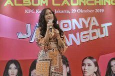 Hanya Ditemani Devano Saat Launching Album, Iis Dahlia Menangis