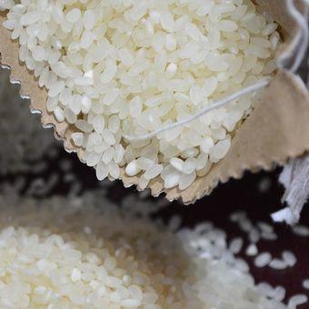 Ilustrasi beras putih yang bagus.